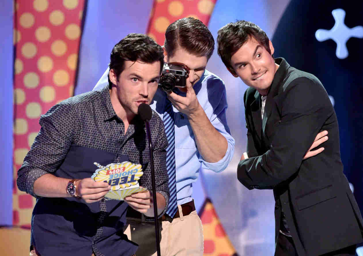 Pretty Little Liars Sweeps the 2014 Teen Choice Awards — Who Took Home a Surfboard?