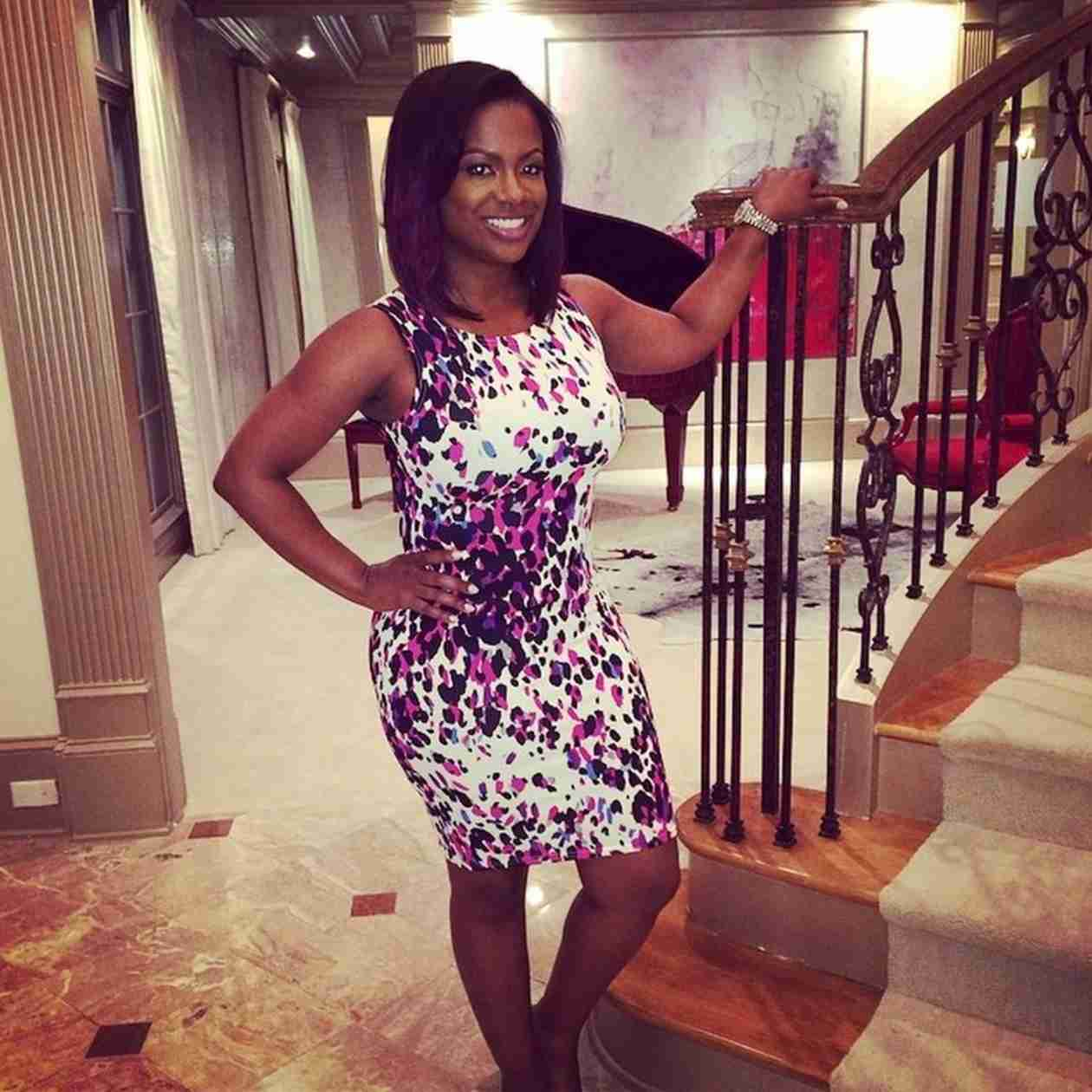 Kandi Burruss Rocks a Tight Dress and Looks Fabulous! (PHOTO)