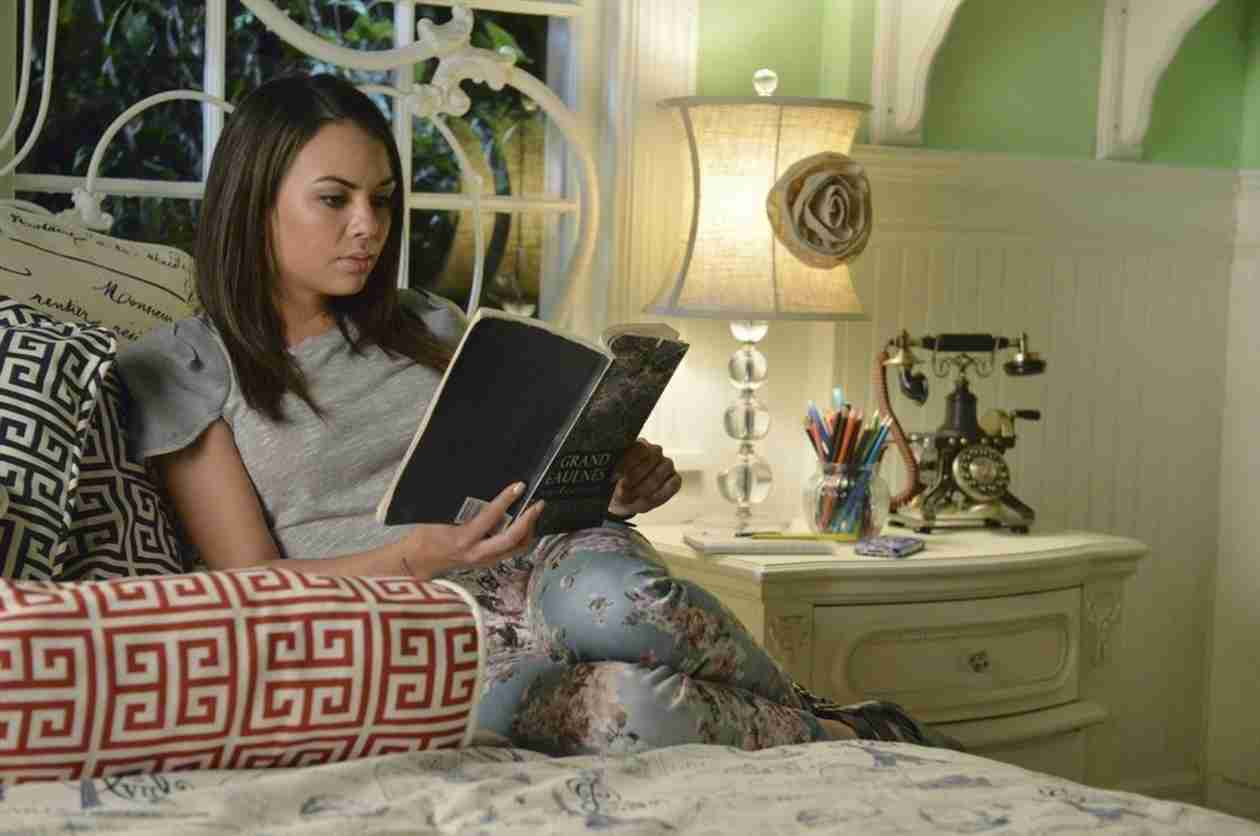Pretty Little Liars Spoiler: Mona Will Be Ghost of Christmas Past, Present, and Future