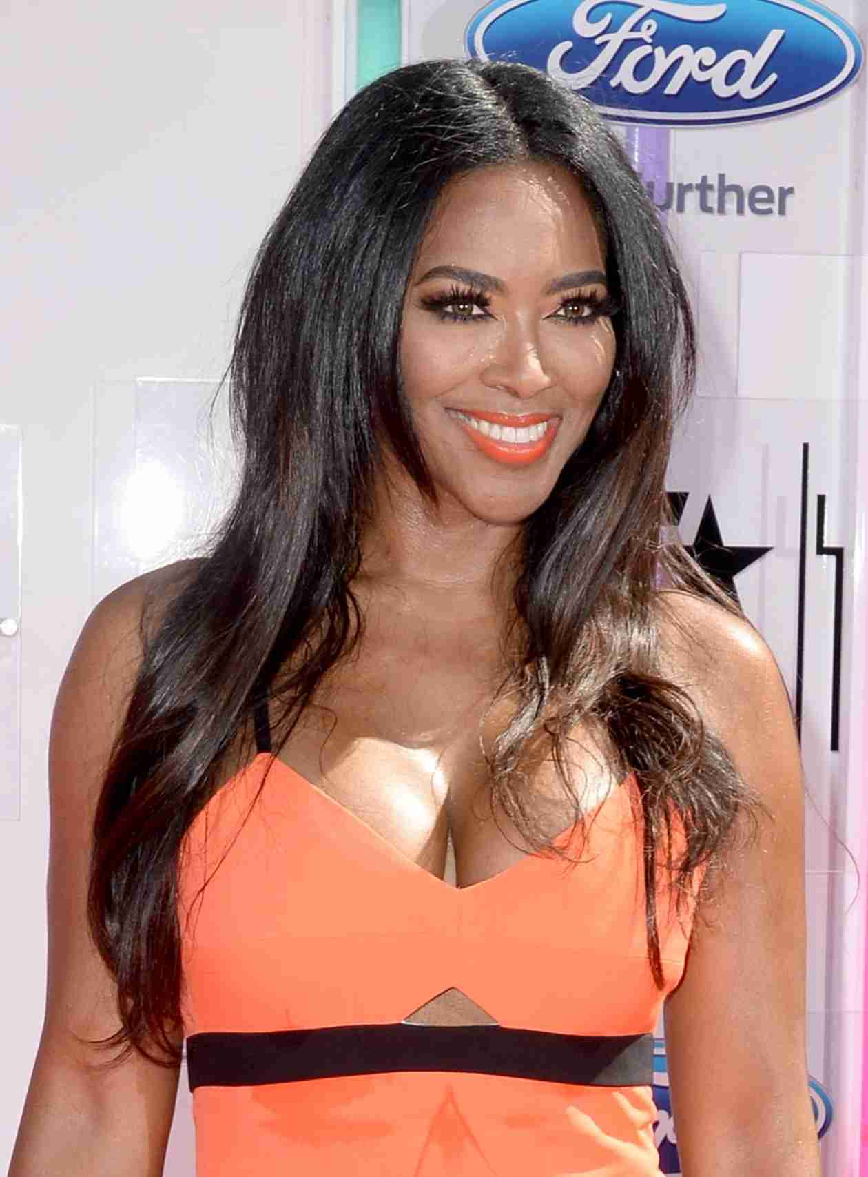 Did Kenya Moore Just Buy a New Bentley? (PHOTO)