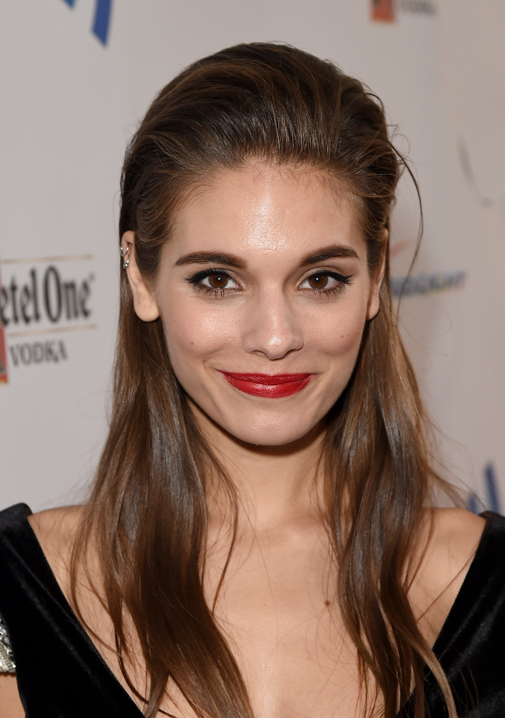 Reign's Caitlin Stasey Goes Nude on New Website and Empowers Women