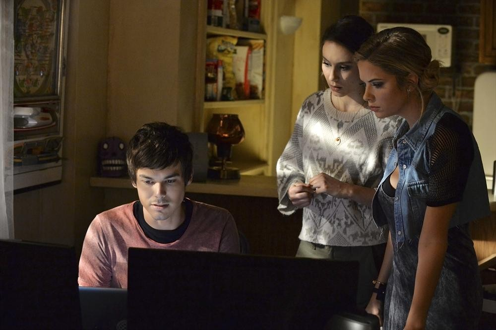 "Pretty Little Liars Recap: Season 5, Episode 16 — ""Over a Barrel"""