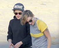 *PREMIUM EXCLUSIVE* Kristen Stewart and girlfriend Alicia Cargile spend a romantic afternoon at the beach in Malibu **MUST CALL FOR PRICING**