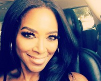 w630_Kenya-Moore-Snaps-a-Selfie-En-Route-to-the-2014-BET-Awards-1404166691