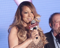 Mariah Carey Celebrates Arrival at Caesars Palace Hotel in Las Vegas on April 27, 2015