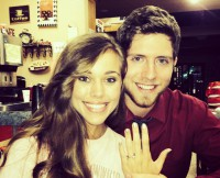 w630_Jessa-Duggar-and-Ben-Seewald-Show-Off-Engagement-Ring-in-2014-1414948916