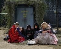 The Liars Huddle on Season 6 Premiere