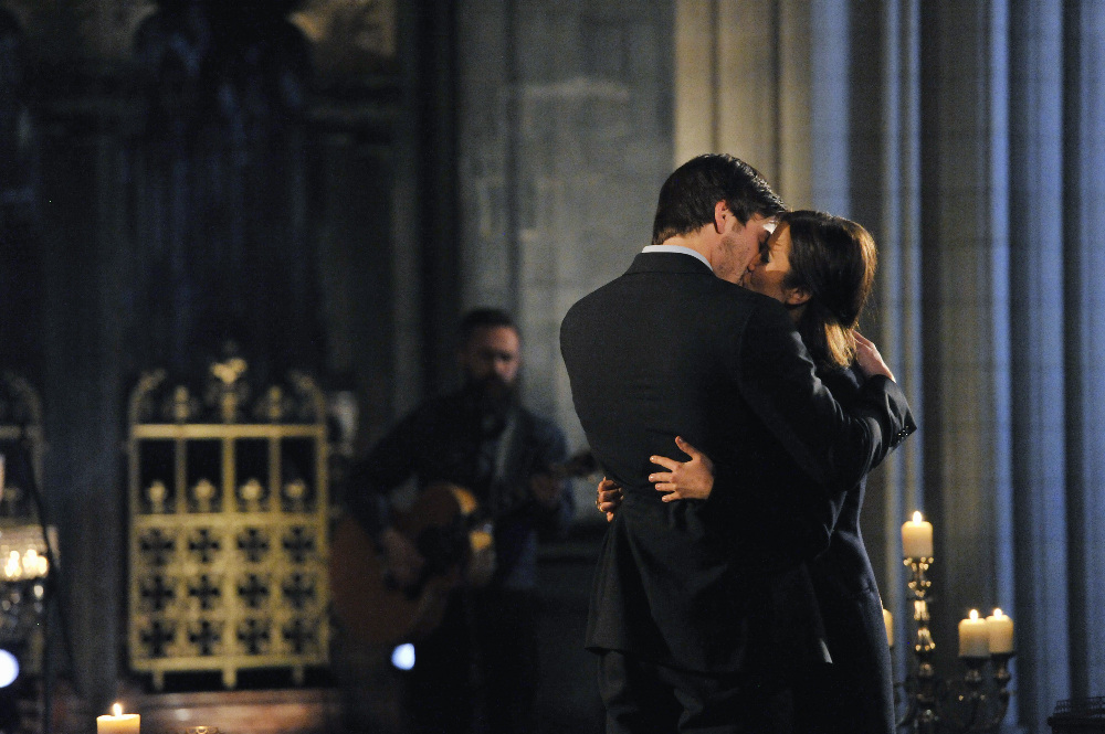 Kaitlyn And Jared Kiss During A Private Concert