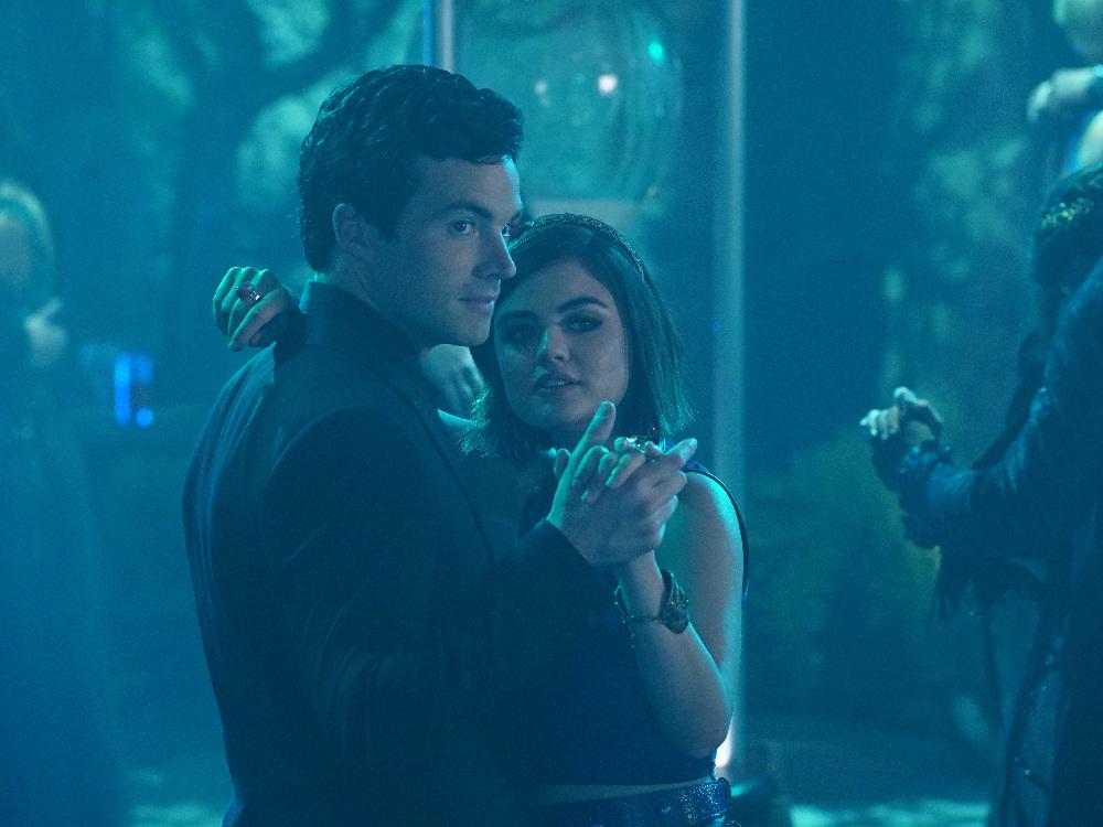 Aria and Ezra on on Pretty Little Liars Season 6, Episode 9
