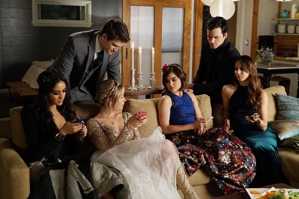 The Gang on on Pretty Little Liars Season 6, Episode 9